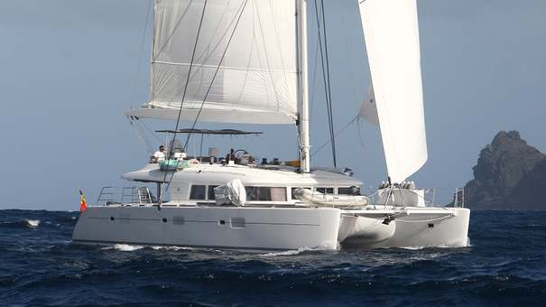 Dynamic Crew Couple for Chartering Greek  Waters